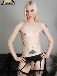 Blonde shemale loves unusual sex with elements of fetish